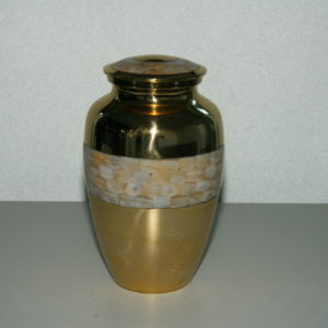 Urna złota ze zdobieniami